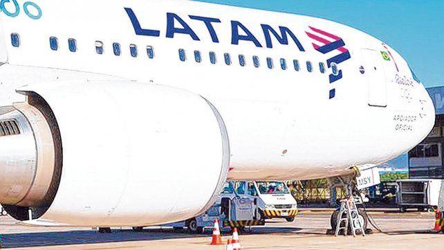 Cabotaje. Latam Argentina comenzó a operar en el país el 8 de junio de 2005 como LAN Argentina.
