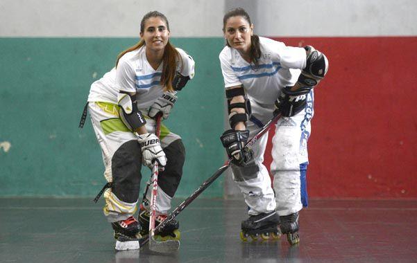 La dos representantes rosarinas del hockey en línea. (Foto: S. Salinas)