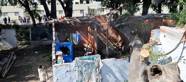 Desoladora imagen de la casa de familia Arrúa. Los cuatro integrantes del grupo lograron salir ilesos