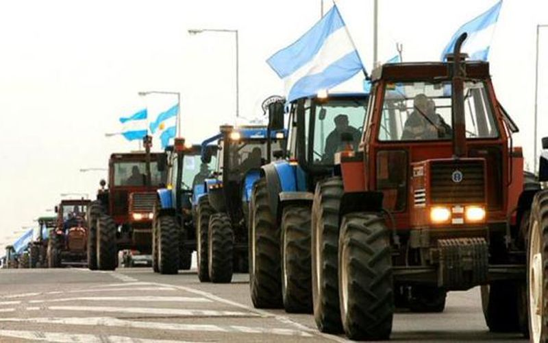 El tractorazo de los productores llegó este mediodía la Monumento.