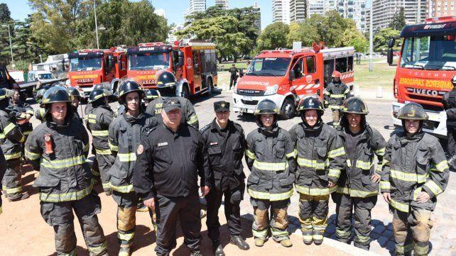Reconocieron a los bomberos que salvaron a dos mujeres en Circunvalación