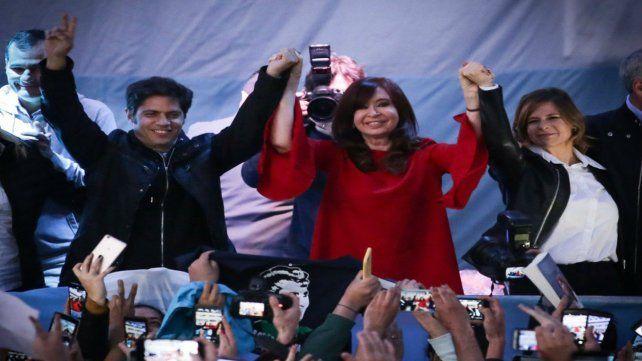 En escena. CFK junto a Axel Kicillof y a Florencia Saintout