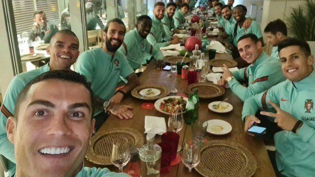 Ronaldo publicó ayer una selfie con el equipo. Hoy se supo que tiene coronavirus.