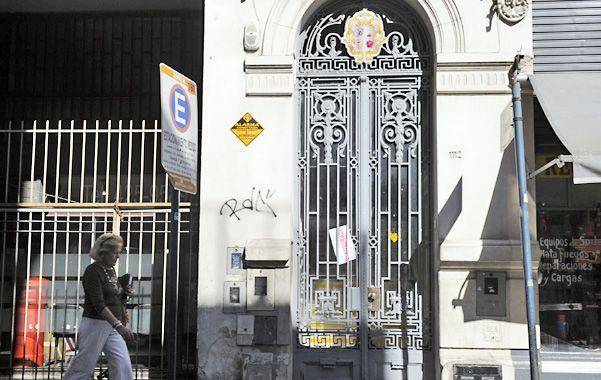 La casona del centro. El Palacio Berlusconi funciona en los altos de Sarmiento 1112 y ya había sido objeto de cierres preventivos. (foto: Sergio Toriggino)