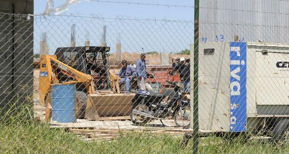 Están paralizados los trabajos en el hospital regional sur por el despido de 35 obreros