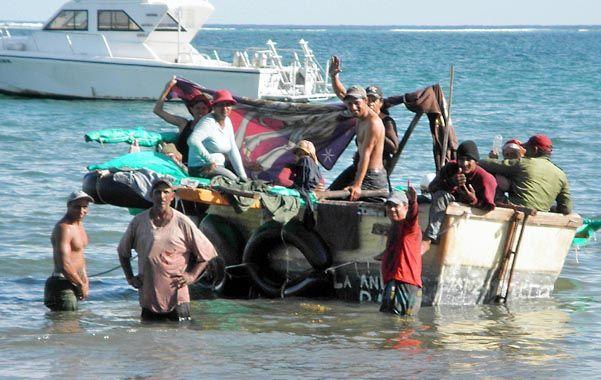 Listos a zarpar. Balseros cubanos retoman su viaje hacia Miami tras un alto en las islas Cayman
