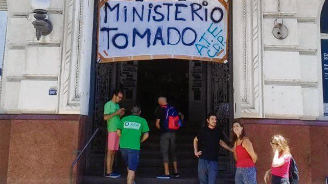 protesta. La sede local del ministerio
