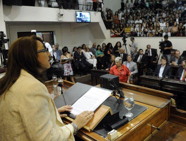 La intendenta quiere seguir designando a los jueces dedo