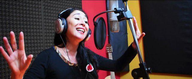 Adriana Ruiz participó con los múicos del grupo Melodía de Abril.