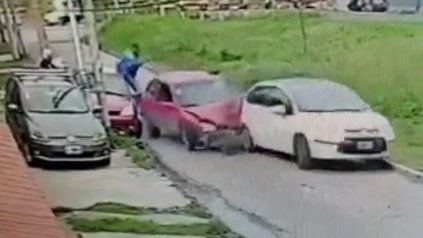 Video: frenó un asalto a su suegro chocando a los ladrones y luego peleando con ellos