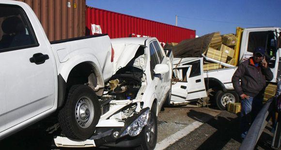 Cinco muertos y 40 heridos tras espectacular choque en cadena de 51 autos en Chile