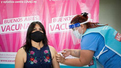 La aplicación de la segunda dosis en la provincia de Buenos Aires cubre el 57,5% de la población. Desde el 1º de octubre dejó de ser obligatorio el uso de barbijo en la vía pública.