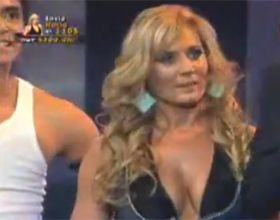 Mal momento: Rocío Marengo fue manoseada en el baile del caño en Chile