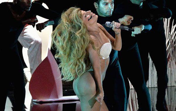 La estrella pop se cambió cuatro veces de vestuario durante su primera actuación en vivo