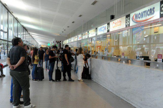 Incertidumbre de empleados y usuarios de Monticas en la Terminal de Rosario