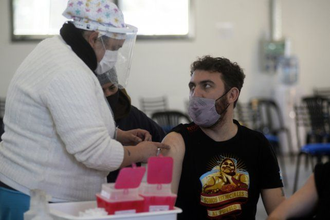 En la ex Rural ya empezaron a aplicar la vacuna Sputnik V de fabricación nacional