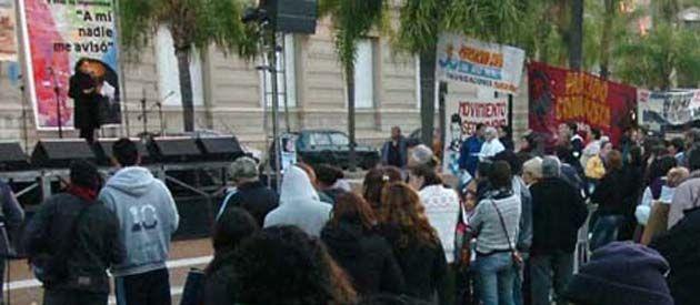 Ante la Casa Gris se reclamó justicia a autoridades políticas y judiciales. (Foto: R. Paroni)