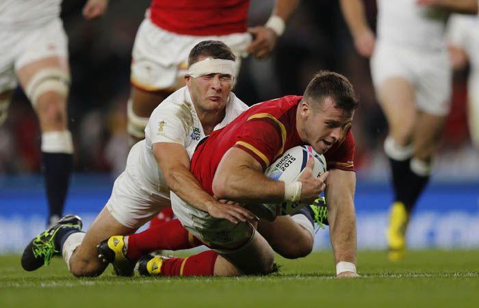 Gareth Davies apoya un try para el equipo galés. (Foto: AP)