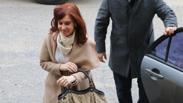 Comodoro Py. CFK arribará al mediodía a los tribunales de Retiro.