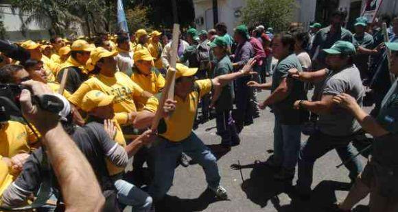 Procesan a gremialistas rosarinos por el manifestante muerto en la batalla de Atilra