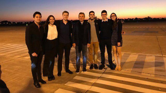 Macri charló con los estudiantes rosarinos que viajaron a la Nasa