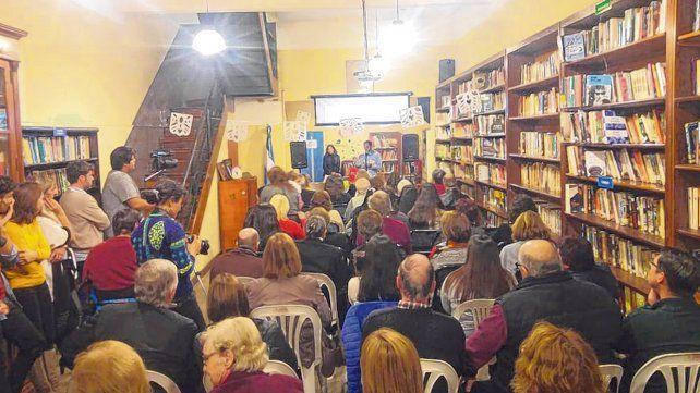 Cumpleaños. Una multitud concurrió a los festejos de la biblioteca.
