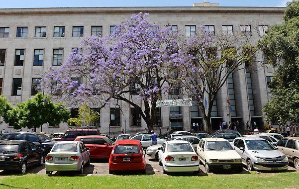 Plaza del Foro. Allí el municipio proyectó un estacionamiento soterrado. (foto: Silvina Salinas)