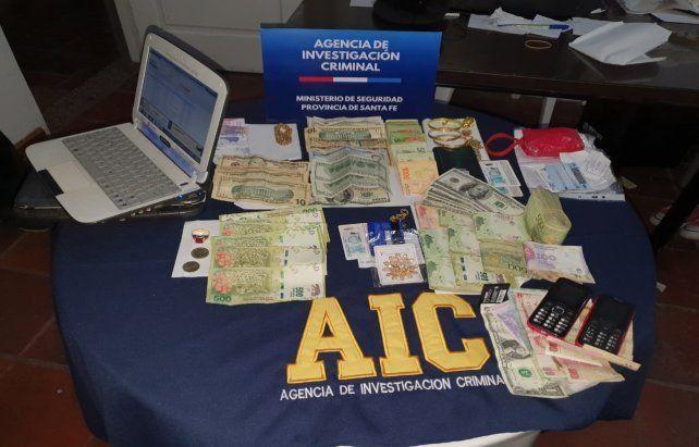 Parte del dinero secuestrado a la banda en el allanamiento realizado en junio pasado en el complejo de cabañas donde se alojaba.