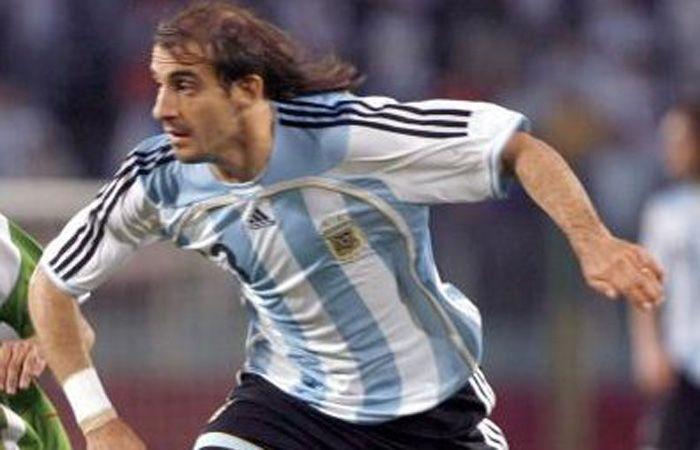 Javier Pinola en su único encuentro con la camiseta albiceleste.