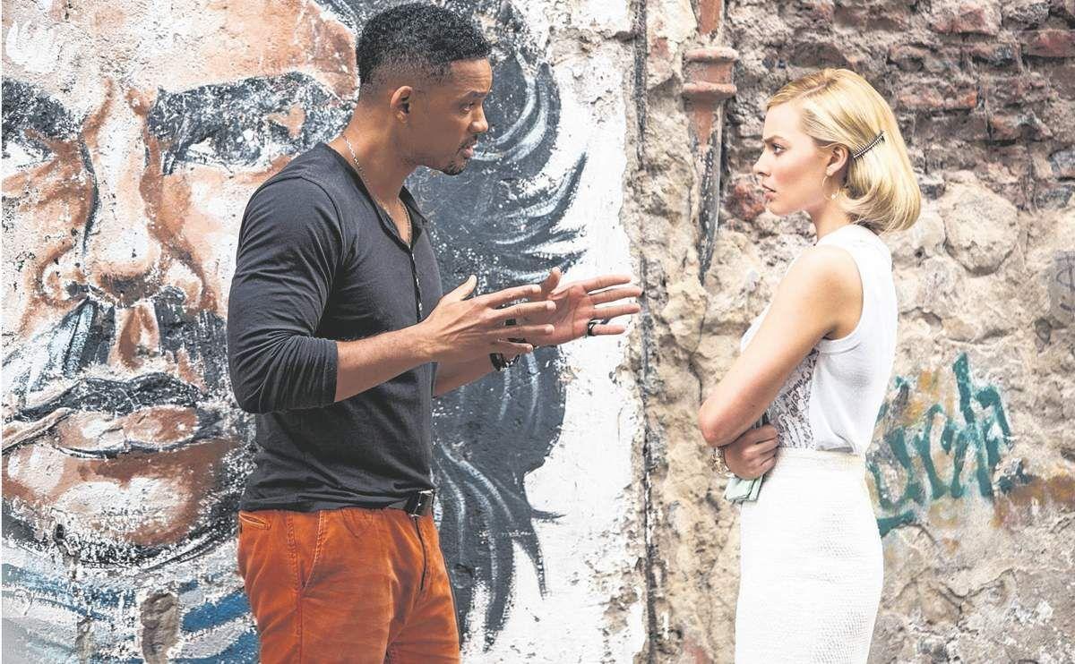 Identificable. Will Smith y Margot Robbie en una escena en una calle de San Telmo ante un grafiti del Che Guevara.