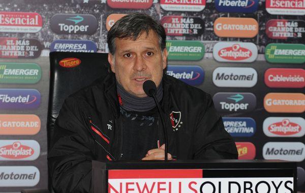 Martino, cada vez más cerca de seguir: Mi prioridad es sentarme con la dirigencia de Newells