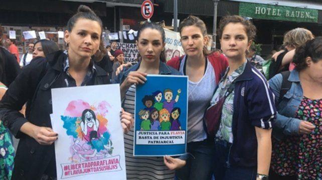 manifestación. Thelma Fardin (en el medio) encabezó la protesta.