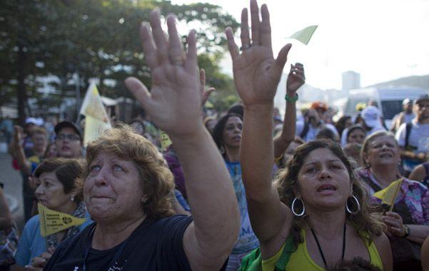 Parte de la religión. Cristianos brasileños aguardan con fervor la llegada del Sumo Pontífice a Río de Janeiro.