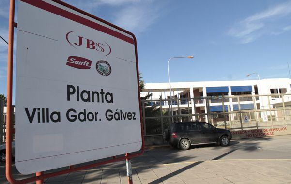 Riesgos del trabajo. El empleado se accidentó mientras trabajaba en la planta de Villa Gobernador Gálvez.