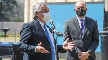 El gobernador Perotti escucha atentamente al presidente Alberto Fernández luego de haberle realizado una serie de pedidos.