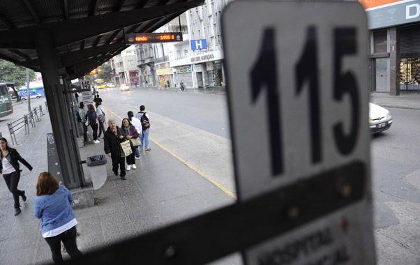 Inactivos. Los colectivos de nueve líneas de La Mixta permanecieron detenidos hasta ayer a la tarde.