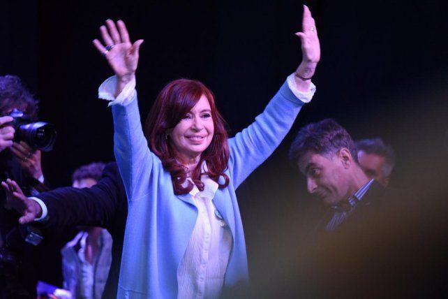 Ante una multitud, Cristina Kirchner presentó su libro Sinceramente en Rosario
