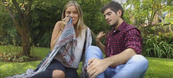 La joven rompe en llanto en el video de despedida publicado en Facebook.