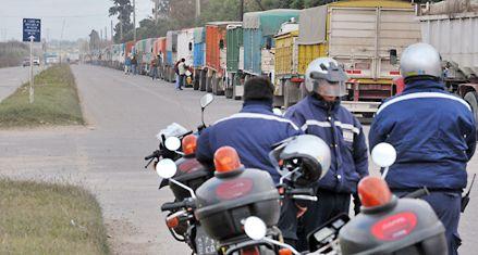 A la espera de hasta 16 mil camiones diarios, redoblan controles en las rutas