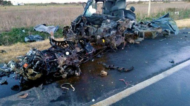Irreconocible. El utilitario destruido en la ruta 26 entrerriana.