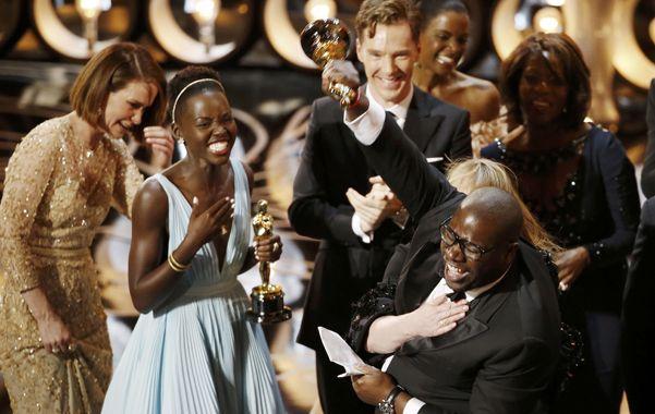 """Mejor Película. Steve McQueen dedicó el triunfo de """"12 años de esclavitud"""" a quienes """"padecieron y padecen esclavitud""""."""