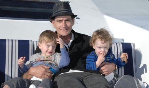 Charlie Sheen llegó a un acuerdo con su ex esposa por la custodia de sus hijos