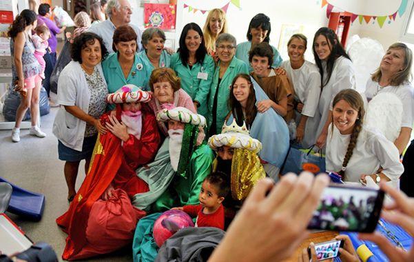 Recorrida. Llevaron juguetes al Hospital de Niños Víctor J. Vilela. (foto: Celina Mutti Lovera)