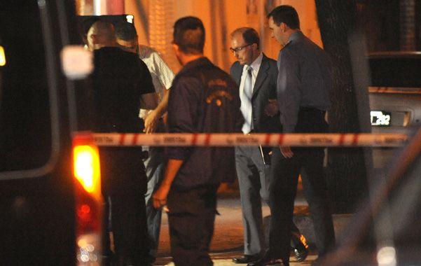 En la escena. El fiscal Damián Cimino en el lugar del crimen de Acosta.