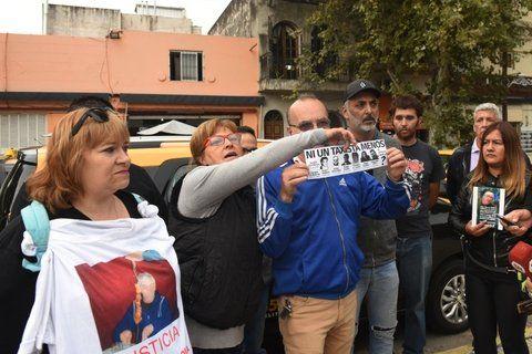 El crimen de Esusy motivó un paro de taxistas y una manifestación de trabajadores frente al Centro de Justicia Penal.