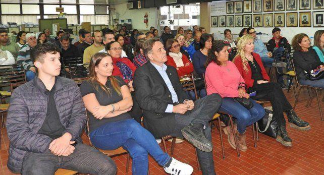 Escucha. Numeroso público asistió a la actividad en la sede municipal.