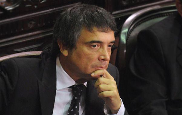 El senador Nito Artaza valoró muchas de las políticas del gobierno kirchnerista y aseguró que ahora asesora a Julio Cobos en sus discursos.