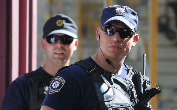 Proponen mayores controles sobre el armamento en manos de policías.