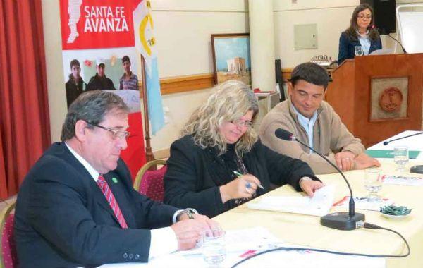 Convenio. La ministra firmó el lunes un acuerdo con industriales de Rafaela.