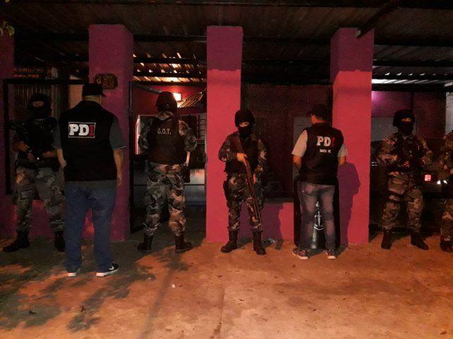 Más de 20 allanamientos en Rosario y el cordón por tres homicidios